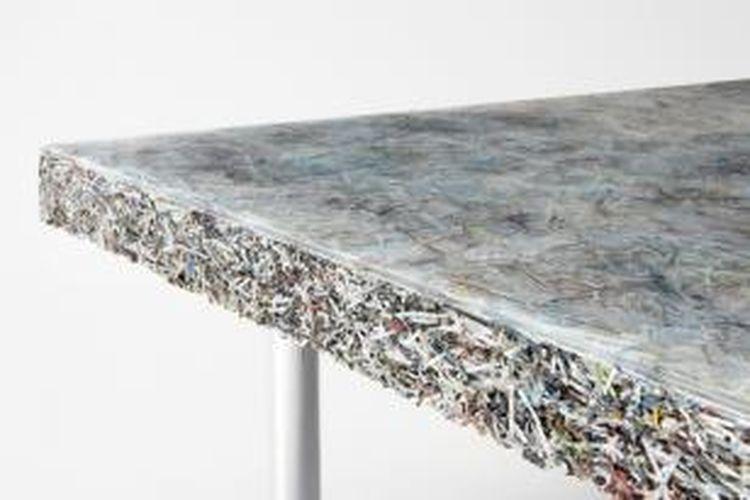 Desainer Jens Praet, dari Studio Jens Praet, dua tahun sejak tiga tahun lalu membuat furnitur dari potongan majalah dan kertas. Kini, dia kembali memamerkan koleksi senada dalam bentuk baru dengan nama