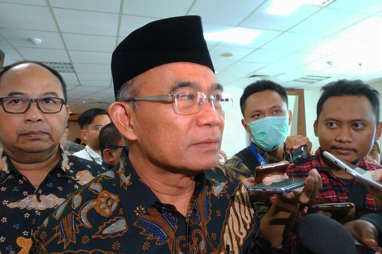 Menko PMK Muhadjir Effendy di Graha BNPB, Jakarta Timur, Senin (2/3/2020).