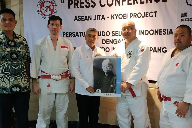 PB PJSI atau induk organisasi olahraga judo Indonesia menjalin kerja sama dengan pelatih asal Jepang untuk meningkatkan prestasi.