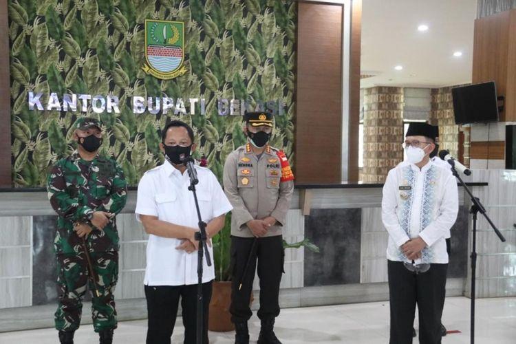Mendagri Muhammad Tito Karnavian saat mengunjungi Kabupaten Bekasi, Jumat (23/7/2021).