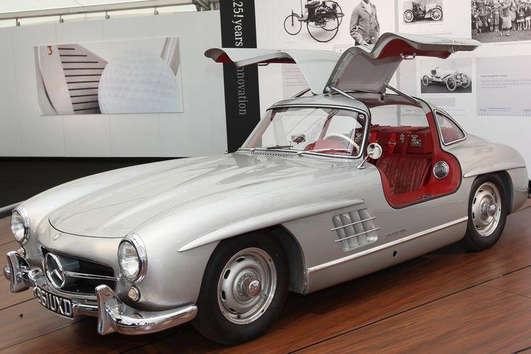 BJ Habibie memiliki Mercedes-Benz 300SL Gullwing