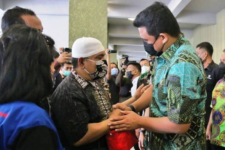 Vaksinasi Covid-19 kepada 500-an penyandang disabilitas dan rohaniawan di GBI Rumah Persembahan di Jalan Jamin Ginting, Kecamatan Medantuntungan ditinjau langsung Wali Kota Medan Bobby Nasution, Kamis (18/3/2021)