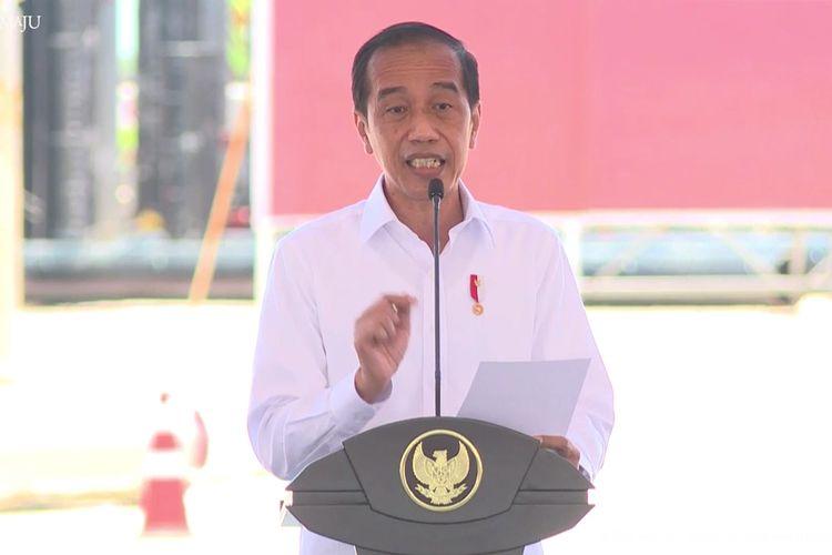 Presiden Joko Widodo saat memberikan sambutan dalam acara Groundbreaking Pembangunan Smelter PT Freeport Indonesia di KEK JIIPE, Kecamatan Manyar, Gresik, Selasa (12/10/2021).