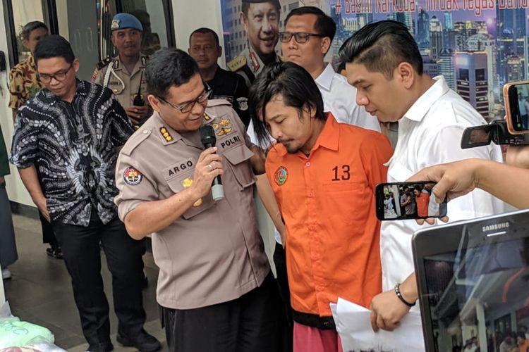Zul Zivilia Ditangkap Sebagai Pengedar Narkoba di Apartemen Gading River View City Home, Kelapa Gading Barat, Jakarta Utara pada 1 Maret 2019