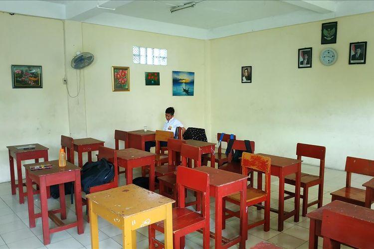 SMP swasta di Bekasi Selatan berusaha bertahan dengan jumlah siswa baru yang hanya 1 digit pada tahun ajaran 2019/2020.