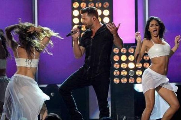 Bosan dengan Warna Hitam, Ricky Martin Ubah Jenggotnya Berwarna Pirang