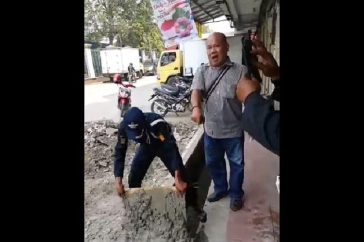 Polisi menangkap preman di sebuah ruko di Cengkareng.