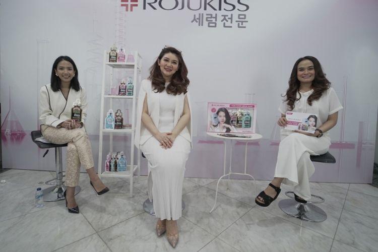 Head of Brand Development Rojukiss Indonesia Nurul Sulisto dan dr. Kardiana Purnama Dewi, Sp.KK (paling kiri ke kanan) dalam pre-event launching Rojukiss, Jumat (16/10/2020).