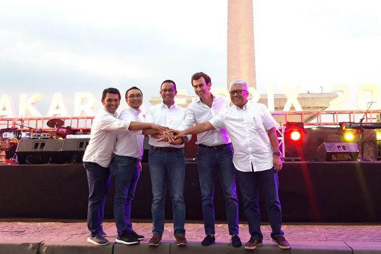 Gubernur DKI Jakarta Anies Baswedan beserta Panitia Formula E dari FIA seusai konferensi pers Jakarta E-Prix di Monas, Jakarta Pusat, Jumat (20/9/2019)