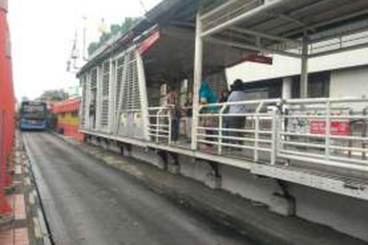 Halte Busway Blok M yang melayani Koridor 1 Blok M - Kota.