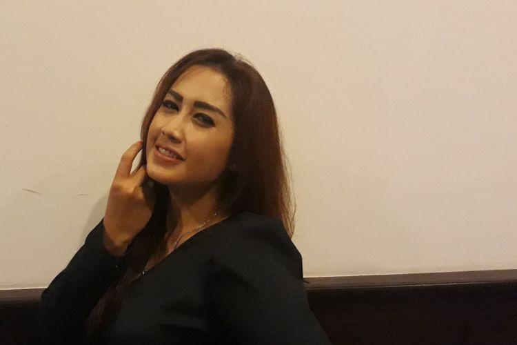 Melinda Cinta Satu Malam diabadikan saat dijumpai di Hotel Royal Kuningan, Jakarta Selatan, Selasa (18/4/2017).