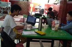 Warteg Sekitar Kampus Tutup, Emak-emak Ini Sumbang Makanan buat Mahasiswa Rantau UI