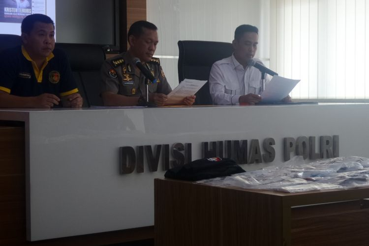 Direktorat Tindak Pidana Siber Bareskrim Polri menggelar jumpa pers terkait pengungkapan sindikat penyebar meme di grup Facebook Saracen di kompleks Mabes Polri, Jakarta, Rabu (23/8/2017).