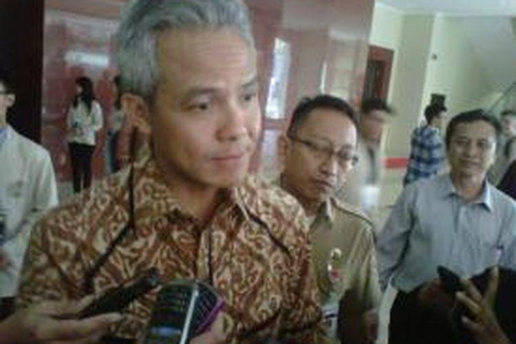 Gubernur Jawa Tengah Ganjar Pranowo saat menemui wartawan usai menjadi pembicara di acara Inisiasi Universitas Sanata Dharma, Yogyakarta