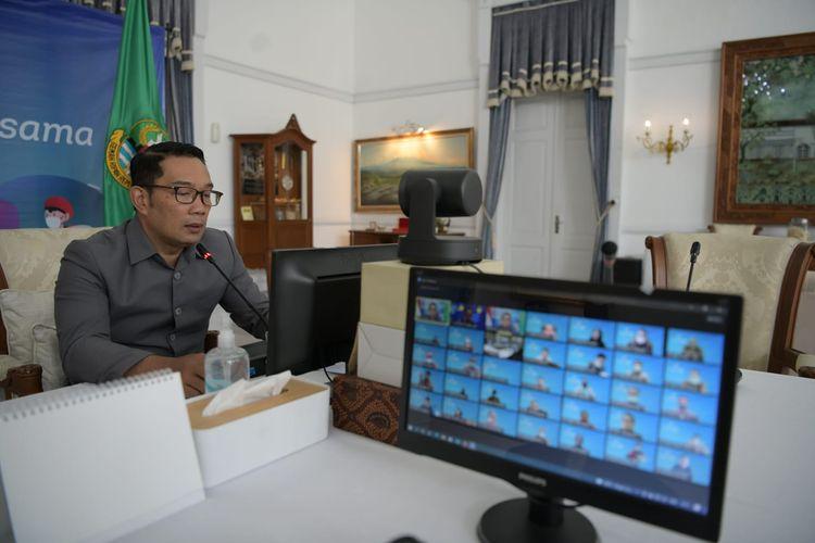 Gubernur Jawa Barat (Jabar) Ridwan Kamil saat pembukaan Business Review BJB Semester I Tahun 2021 dan Executive Workshop 2021 secara virtual dari Gedung Pakuan, Kota Bandung, Senin (26/7/2021).