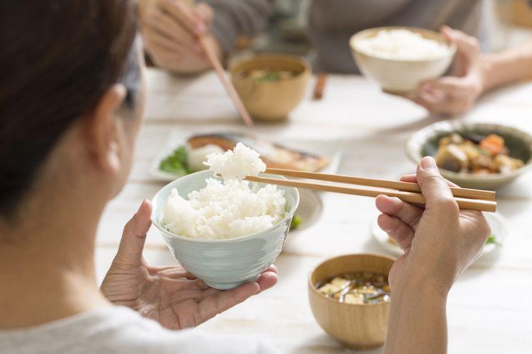 Ilustrasi makan nasi