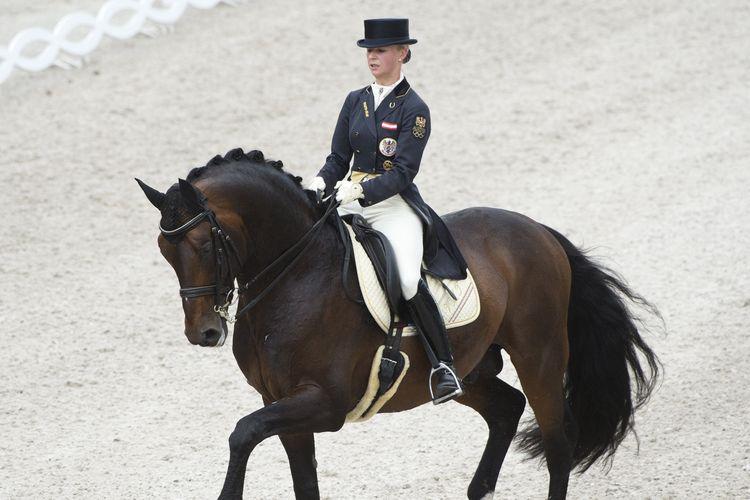 Rider Equestrian untuk nomor Dressage asal Austria, Victoria Max-Theurer, ketika berlaga dalam CDIO Grand Prix di Festival Equestrian Dunia di Aachen, Jerman, pada 5 Juli 2012. Max-Theurer gagal berlaga di Olimpiade Tokyo setelah kuda yang ditunggangi, Abegglen, sakit gigi.