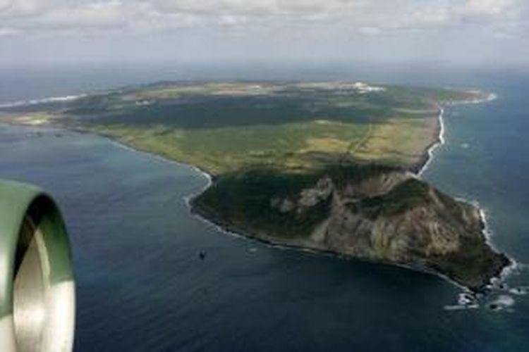 Gunung Suribachi di Pulau Iwo Jima, Jepang dianggap sebagai gunung api paling berbahaya di dunia.