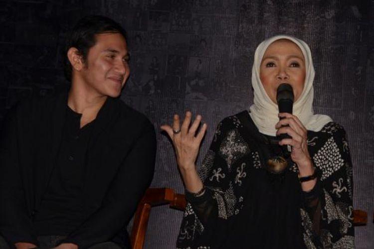 Vino G Bastian (kiri) dan Damayanti Noor (kanan) dalam jumpa pers film Chrisye di Resto The Hook, Kebayoran Baru, Jakarta Selatan, Rabu (21/9/2016).