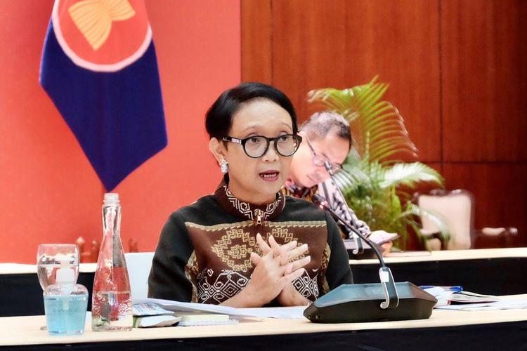 Menteri Luar Negeri Retno LP Marsudi saat memberikan keterangan di Kantor Kemlu, Jakarta, Kamis (9/4/2020).