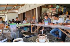 Di Sela Kunjungan Kerja Reses, Lamhot Sinaga Sempatkan Ngopi Bareng dan Dengar Aspirasi Masyarakat