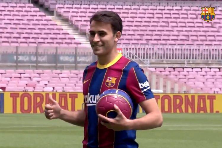 Bek muda Eric Garcia diperkenalkan sebagai pemain baru Barcelona pada Selasa (1/6/2021).