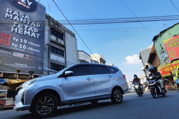 Jalan Cihideung, Kota Tasikmalaya, salahsatu jalan pusat kota yang sudah tak disekat lagi saat penerapan PPKM Level 4 lanjutan pada Selasa (27/7/2021).