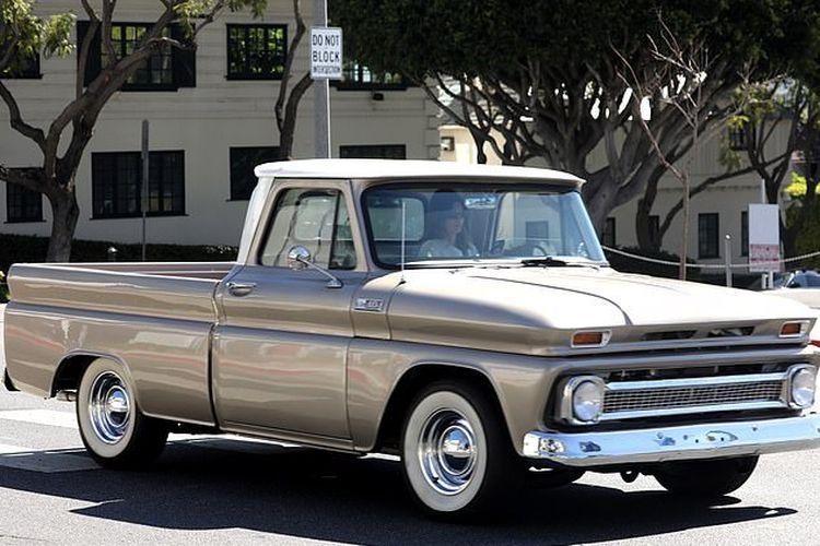truk pickup Chevrolet C-10 1965 milik Kendall Jenner
