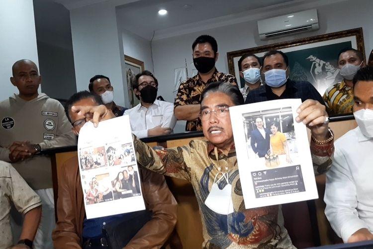 Hotma Sitompoel saat menggelar konferensi pers di kantor LBH Mawar Saron, Sunter, Jakarta Utara, Selasa (6/4/2021)