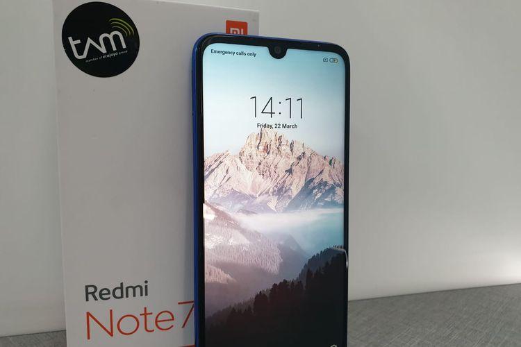 Tampilan depan Redmi Note 7 dan kotak kemasan