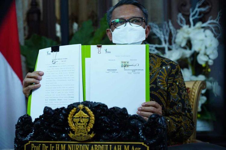 Gubernur Sulsel, Nurdin Abdullah menandatangani Perjanjian Pinjaman Daerah Pemerintah Provinsi Sulsel untuk Pemulihan Ekonomi Nasional (PEN).