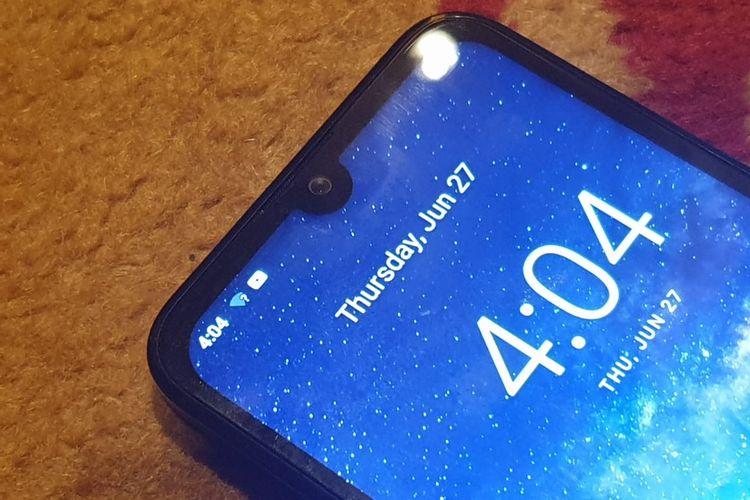 Meski entry-level, Nokia 2.2 mengusung desain yang kekinian dengan waterdrop screen design. Kamera depan tersemat di bagian poni yang menjorok di atas layar.