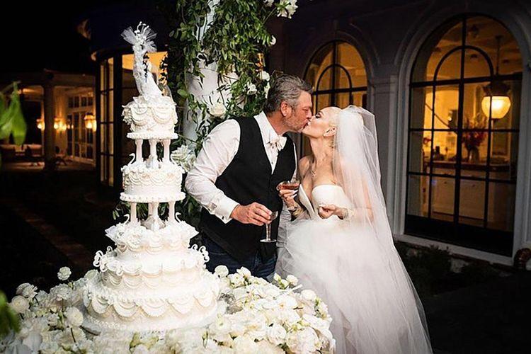 Gwen Stefani menikah dengan Blake Shelton.
