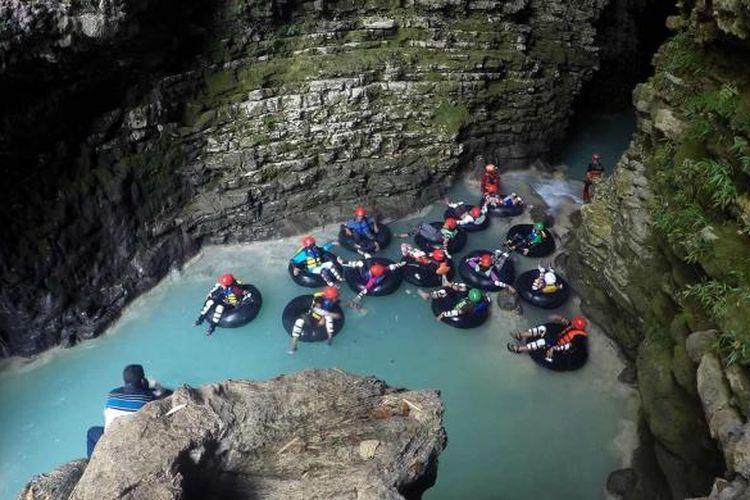 ILUSTRASI - View goa pertama di Kalisuci, Gunung Kidul, Yogayakarta nampak sangat indah, dan menantang adrenalin peserta cave tubing.
