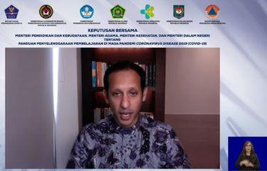 Mendikbud Nadiem Makarim membacakan SKB 4 Menteri terkait belajar tatap muka di sekolah.