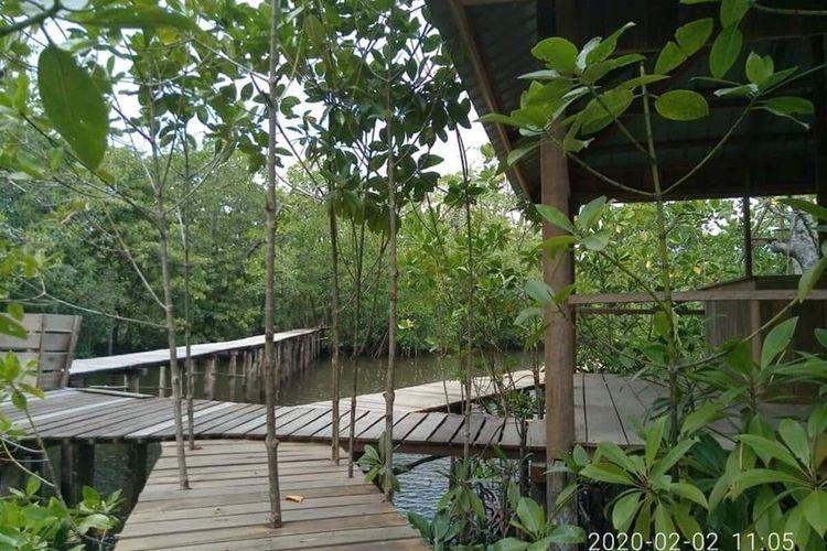 Pulau Pengalap merupakan pulau yang terletak di Kelurahan Pulau Abang, Kecamatan Galang, Batam dengan luas keseluruhan lebih kurang 334 hektar