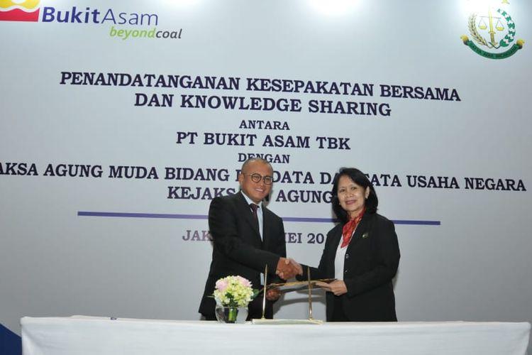 Penandatanganan perpanjangan kesepakatan bersama ini baru dapat dilaksanakan antara Direktur Utama Bukit Asam, Arviyan Arifin, dengan Jaksa Agung Muda Perdata dan Tata Usaha Negara, Loeke Larasati A, di Jakarta, Rabu (8/5/2019).