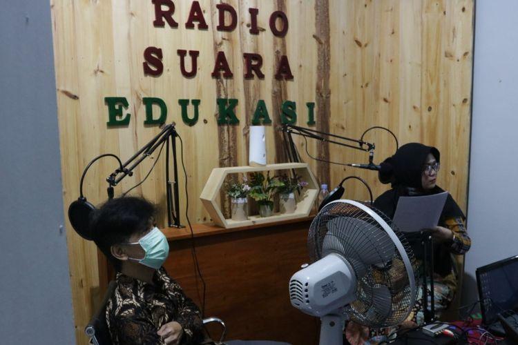 UMY menawarkan pembelajaran saat pandemi dengan meluncurkan radio suara edukasi di SD Muhammadiyah Penggung, Kokap, Kulon Progo, DIY.