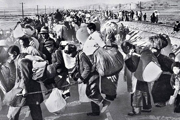 Warga Korea Selatan mengungsi ke selatan karena Perang Korea