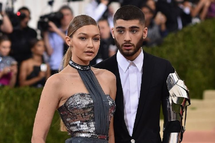 Model Gigi Hadid dan artis musik Zayn Malik menghadiri Costume Institute Gala (Met Gala)  bertema Manus x Machina: Fashion In An Age Of Technology di Metropolitan Museum of Art, New York City, pada 2 Mei 2016.