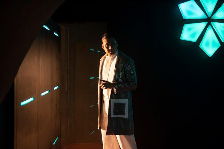 Chicco Jerikho sebagai Ali Khan yang merupakan pendiri The Light