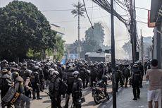 Massa Kembali Rusuh di KS Tubun, Lempar Batu hingga Bakar Ban