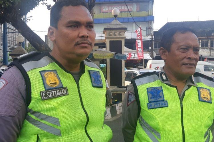 Bripka Eka Setiawan salah seorang petugas kepolisian yang berhasil berhentikan mobil brutal dengan tengkurap di kap mobil saat melintas di Jalan Pasar Minggu Raya, Jakarta Selatan, Senin (16/9/2019)