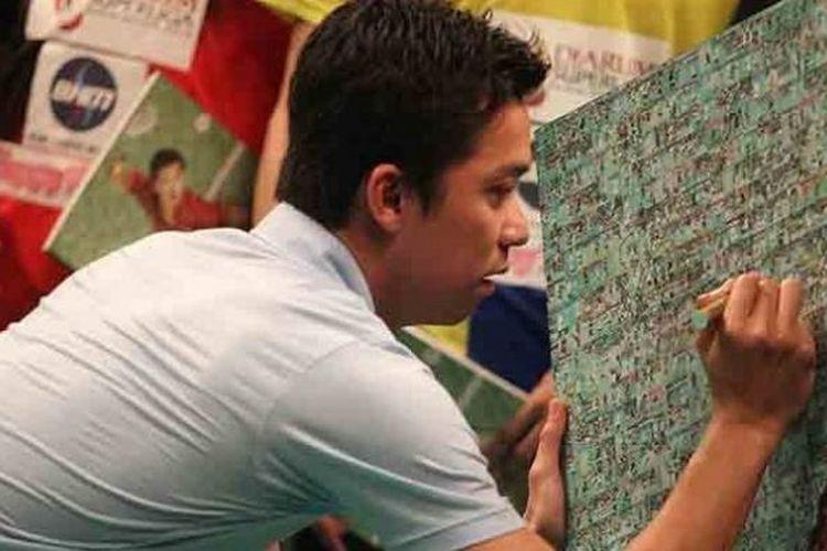 Taufik Hidayat saat peluncuran bukunya.