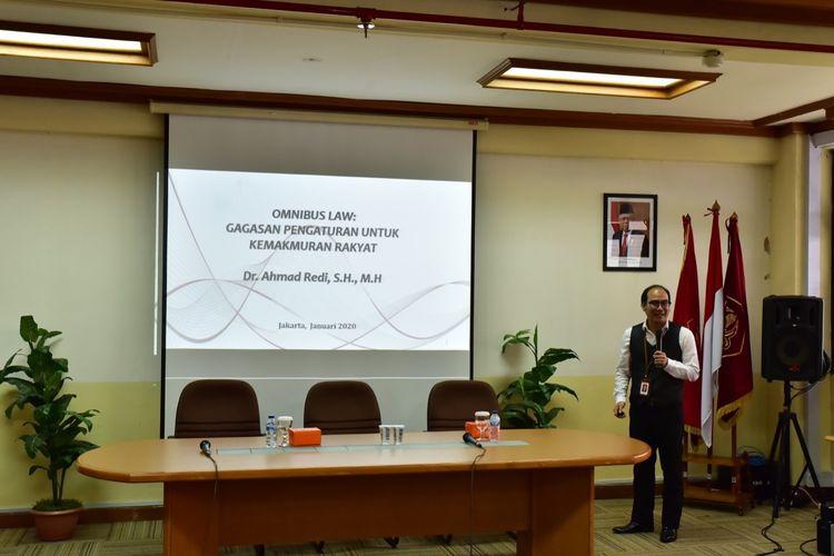 Fakultas Hukum (FH) Untar bersama Pemerintah Kabupaten Tanah Laut, Kalimantan Selatan menyelenggarakan Focus Group Discussion (FGD) bertajuk ?Penerapan Omnibus Law dalam Peraturan Tingkat Daerah di Universitas Tarumanegara, Jakarta, Senin (13/1/2020).