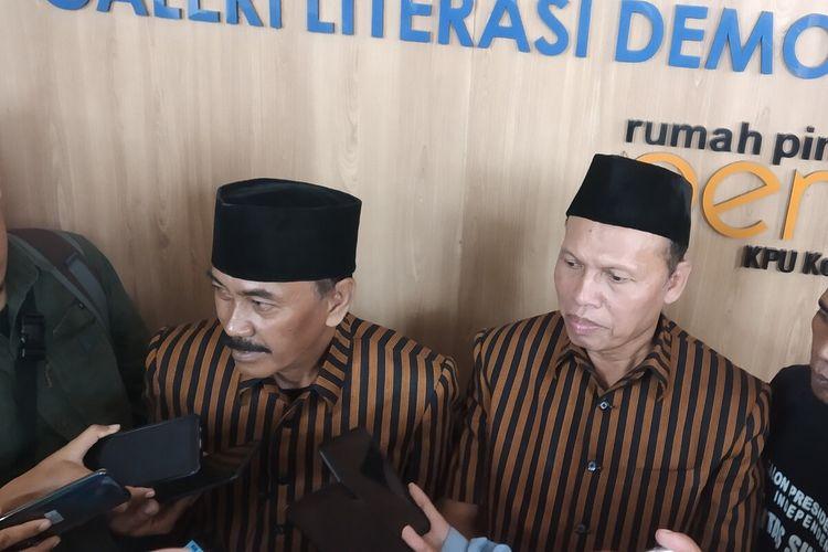 Bakal pasangan calon Wali Kota dan Wakil Wali Kota Surakarta jalur independen, Bagyo Wahyono - FX Supardjo memberikan keterangan pers seusai menyerahkan syarat dukungan Pilkada Solo 2020 di Kantor KPU Surakarta, Jawa Tengah, Jumat (21/2/2020).