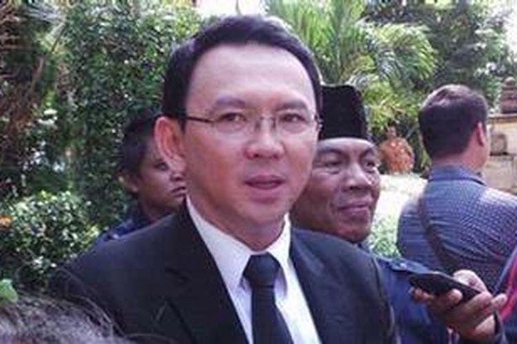 Wakil Gubernur DKI Jakarta Basuki Tjahaja Purnama saat menghadiri acara pemakaman Taufiq Kiemas di TMP kalibata, Jakarta Selatan, Minggu (9/6/2013).