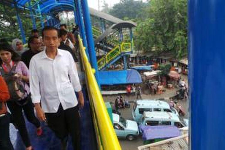 Gubernur DKI Jakarta Joko Widodo mengunjungi Pasar Blok G Tanah Abang, Selasa (6/8/2013) sore.