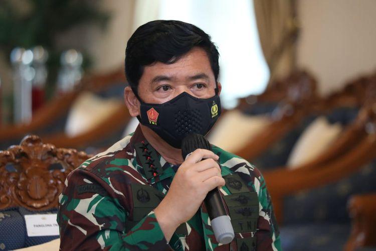 Panglima TNI Marsekal Hadi Tjahjanto saat menggelar rapat khusus bersama Kapolri Jenderal Pol Listyo Sigit Prabowo dan Kepala BNPB Letjen TNI Ganip Warsito di Lanud Halim Perdanakusuma, Jakarta Timur, Sabtu (12/6/2021).