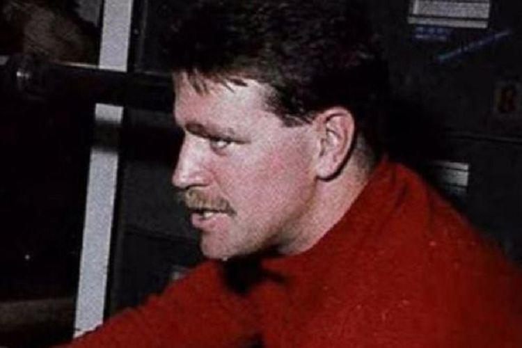 Stephen Stanek, salah satu agen Badan Intelijen Pusat Amerika Serikat (AS) yang ditugaskan dalam misi rahasia melacak militer China. Dia bersama tiga agen lainnya diketahui tenggelam setelah kapal yang ditumpanginya menuju ke Badai Tropis Higos.